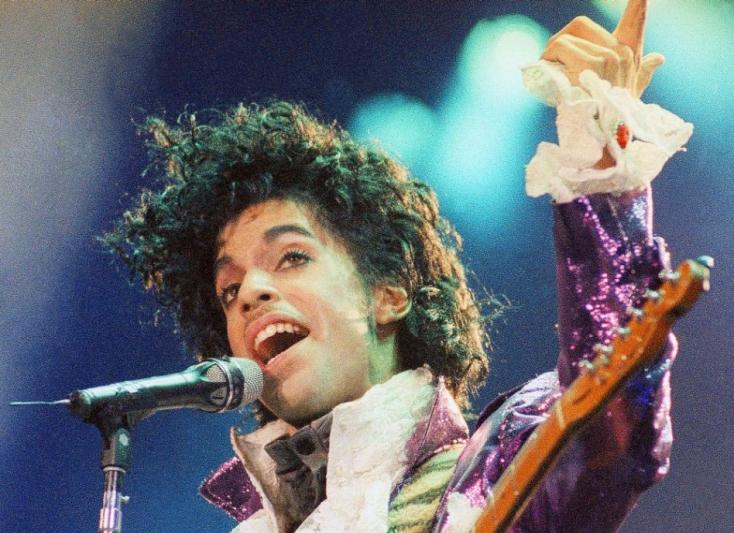 A két éve elhunyt Prince memoárjai októberben jelennek meg