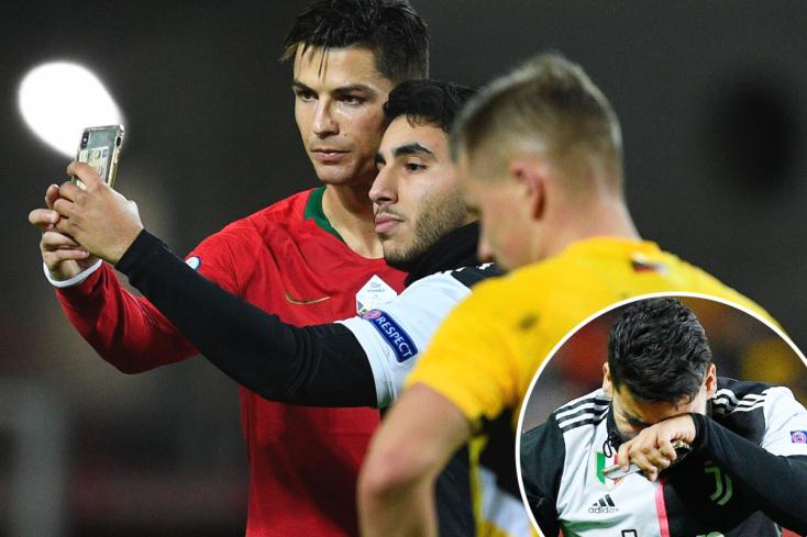Ronaldo dobottegy szelfit a pályára rohanó rajongójával – VIDEÓ