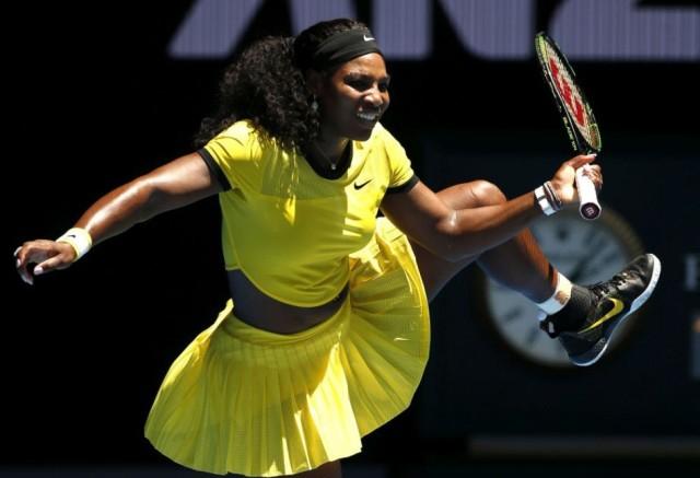 Serena Williams félmeztelenre vetkőzött egy kampányhoz (VIDEÓ)