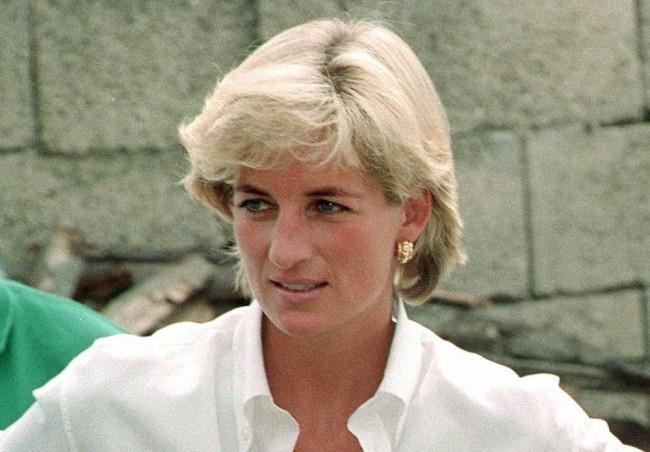Diana hercegnő személyes tárgyai közül árvereznek el több tucatot