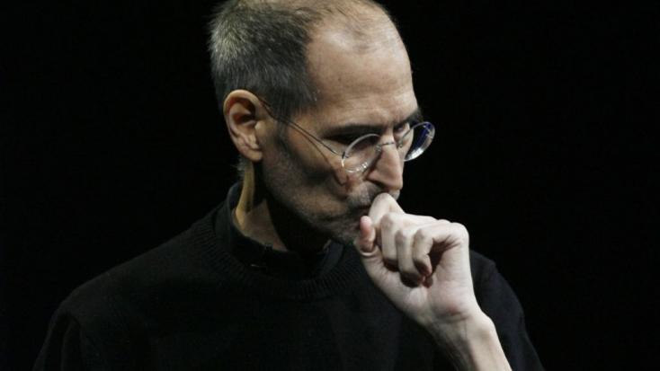 Steve Jobs él? Egy kávézóban kaphatták lencsevégre – FOTÓ