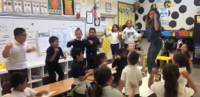 Ezért a tanárnőért rajong Amerika és a diákjai – VIDEÓ
