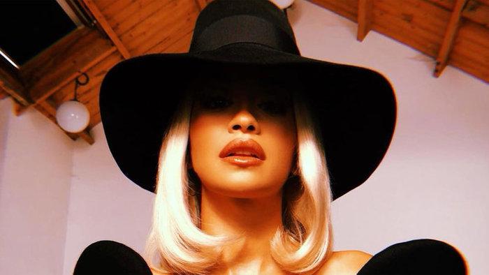 Rajongói kritizálták Rita Ora melleit