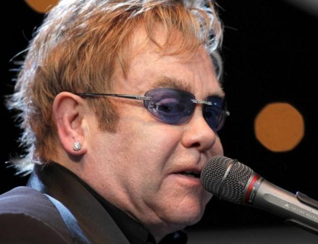 Díjjal ismeri el a Harvard Egyetem Elton John emberbaráti erőfeszítéseit