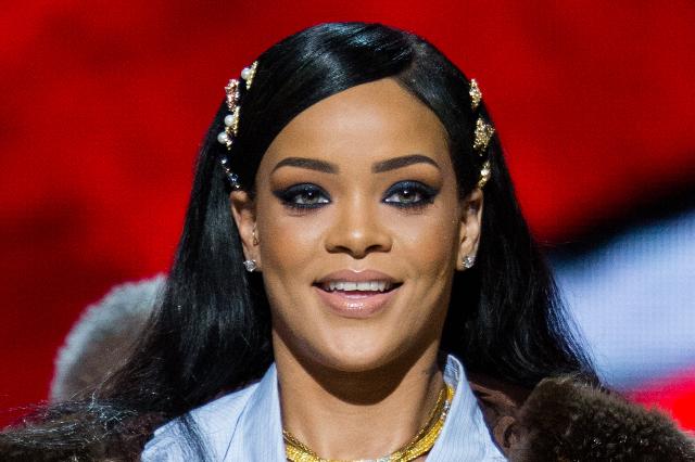 Rihanna szexi fehérneműben pózolt – sosem nézett ki még ilyen jól