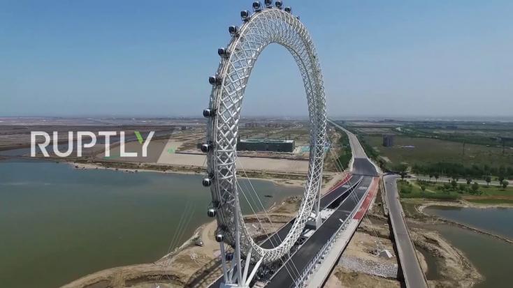 A világ legnagyobb, tengely nélküli óriáskerekét állították üzembe (VIDEÓ)