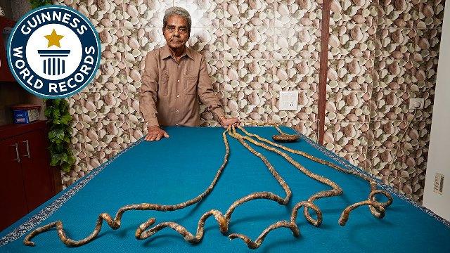 Több méteres körmeit egy múzeumnak ajándékozta az idős férfi