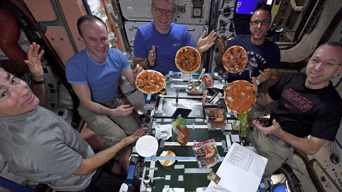 Pizzapartit rendeztek a világűrben (VIDEÓ)