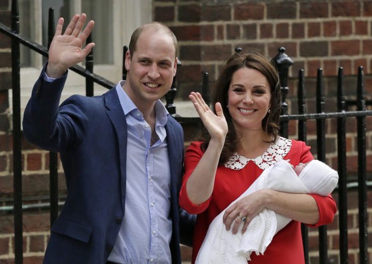 Íme a legkisebb brit trónörökös, és egy apró, ám annál figyelemre méltóbb részlet! - FOTÓK